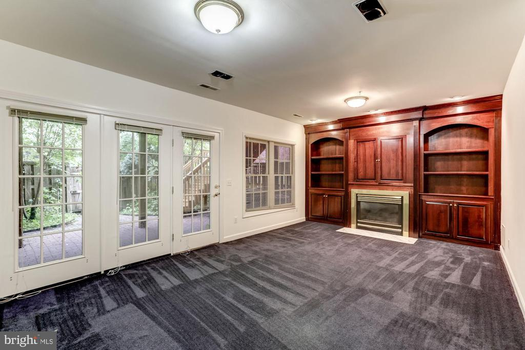 Stunning & Bright LL with W/O to brick Patio - 8033 KIDWELL HILL CT, VIENNA