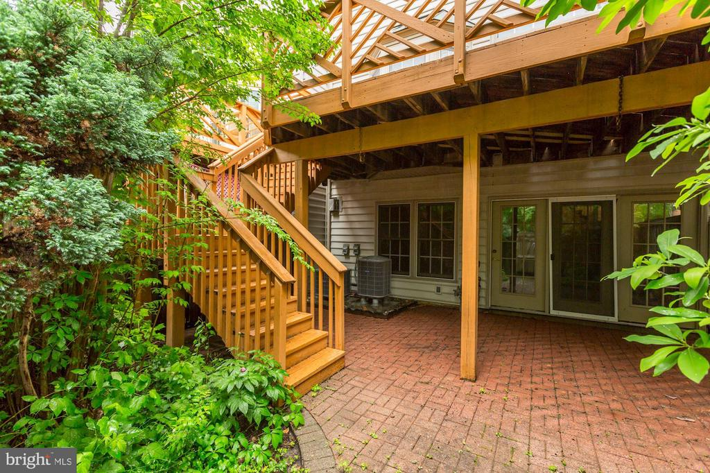 Huge Fenced Private back Yard - 8033 KIDWELL HILL CT, VIENNA