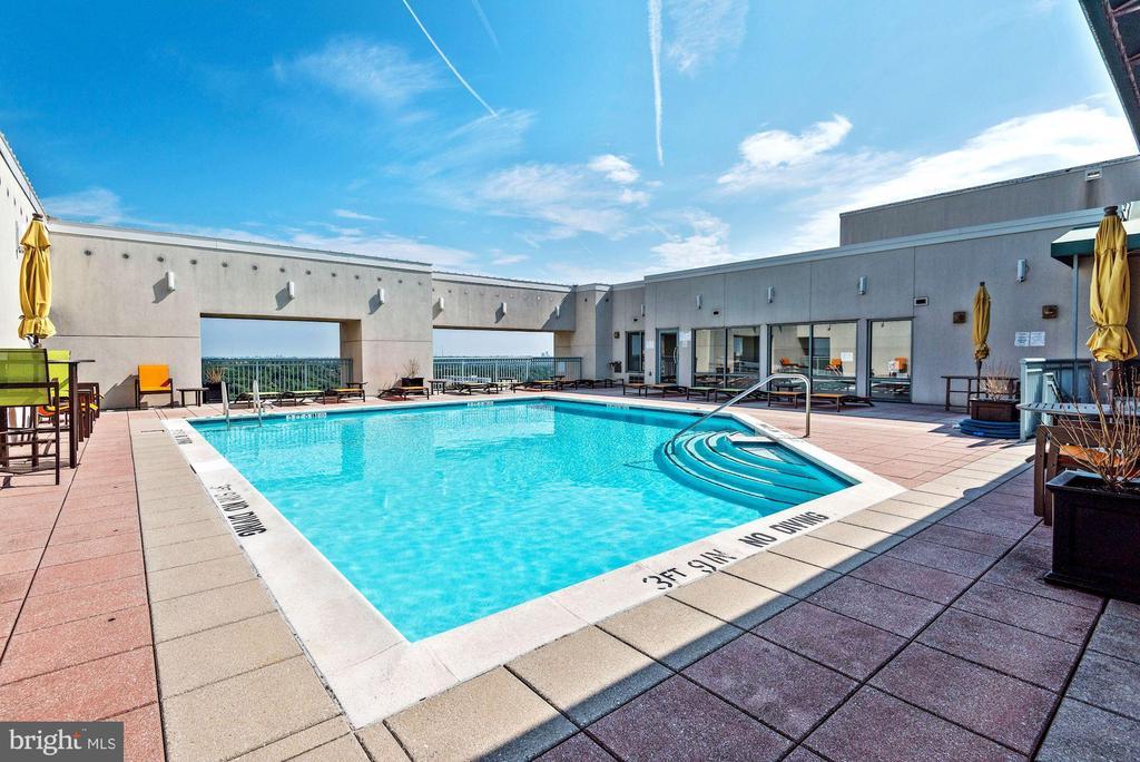 -----Rooftop Pool - 851 N GLEBE RD #320, ARLINGTON