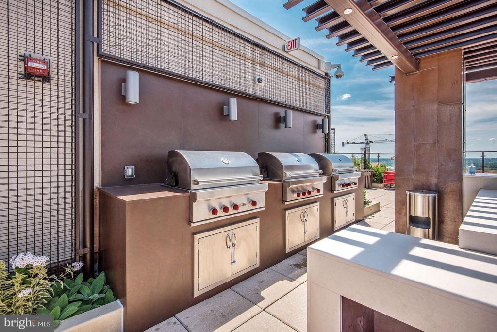 ----BBQ Grills - 851 N GLEBE RD #320, ARLINGTON