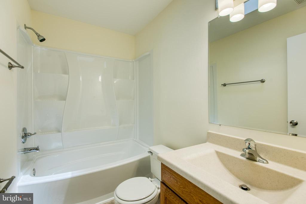 Hall Bath - 2134 AQUIA DR, STAFFORD