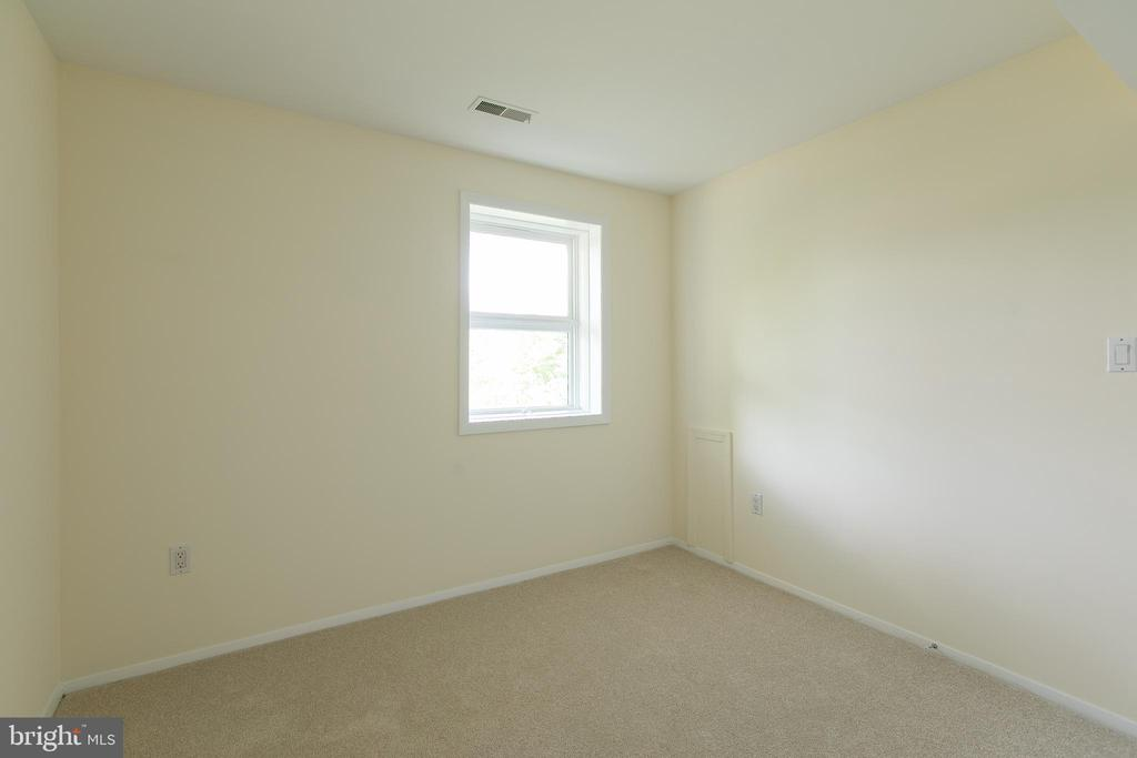 1st Floor Bedroom - 2134 AQUIA DR, STAFFORD