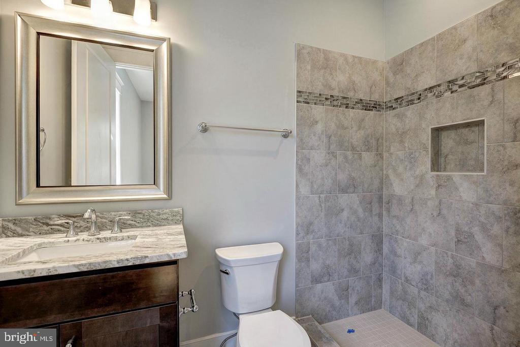 Main level bathroom - 7316 REDDFIELD CT, FALLS CHURCH