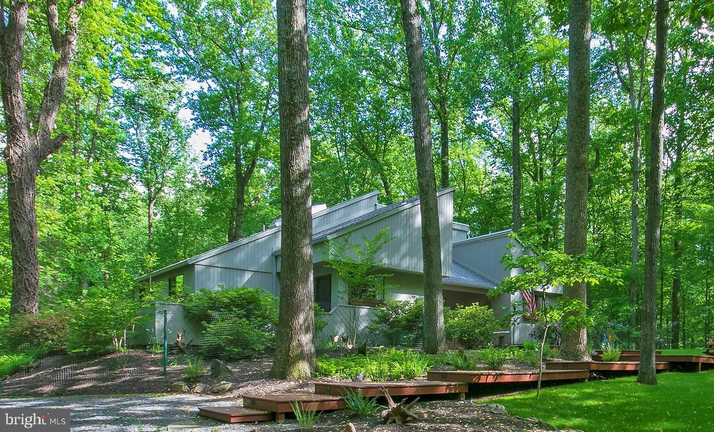 Single Family for Sale at 9205 Potomac Ridge Rd Great Falls, Virginia 22066 United States