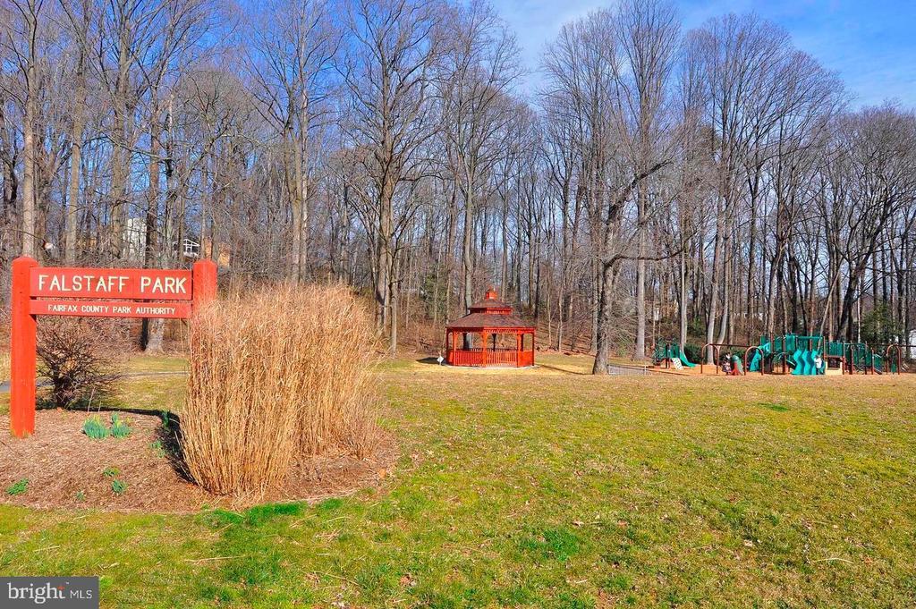 park - 1240 TITANIA LN, MCLEAN