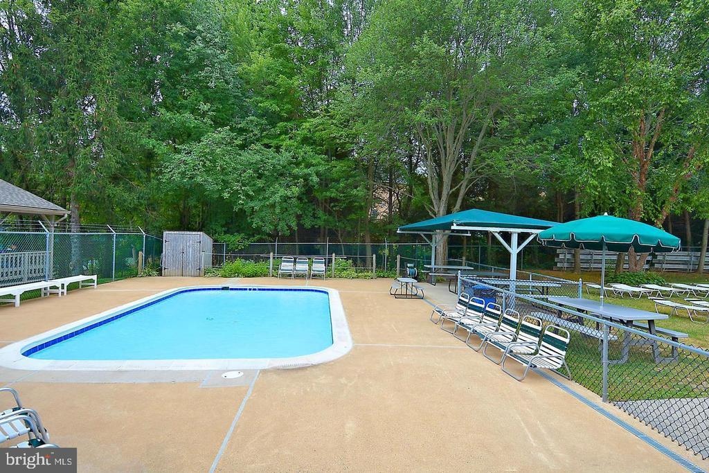 Hamlet club pool - 1240 TITANIA LN, MCLEAN