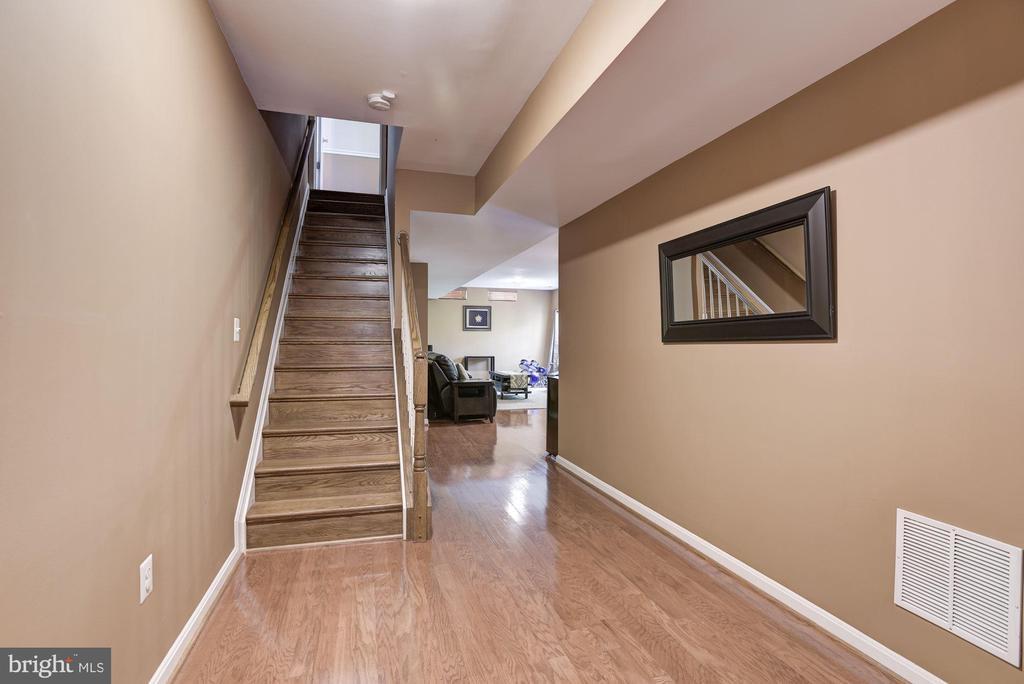 3 Levels wood floors & stairs - 43266 MEADOWOOD CT, LEESBURG