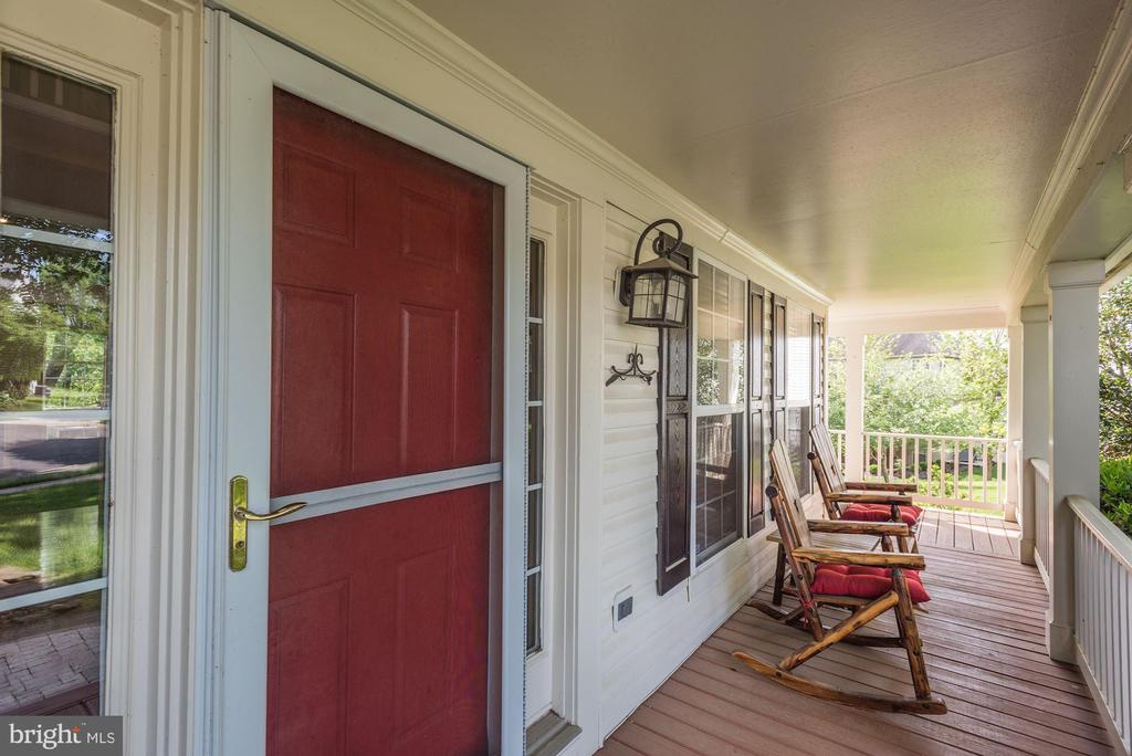 Front Porch - 43266 MEADOWOOD CT, LEESBURG