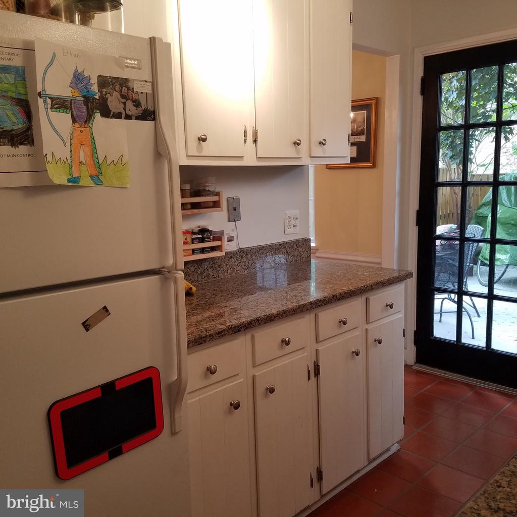 Kitchen with white cabinets and granite - 4668 36TH ST S #B, ARLINGTON