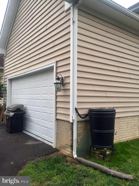 Attached 2 car garage behind house. Enters kitchen - 1503 S OAKLAND ST, ARLINGTON