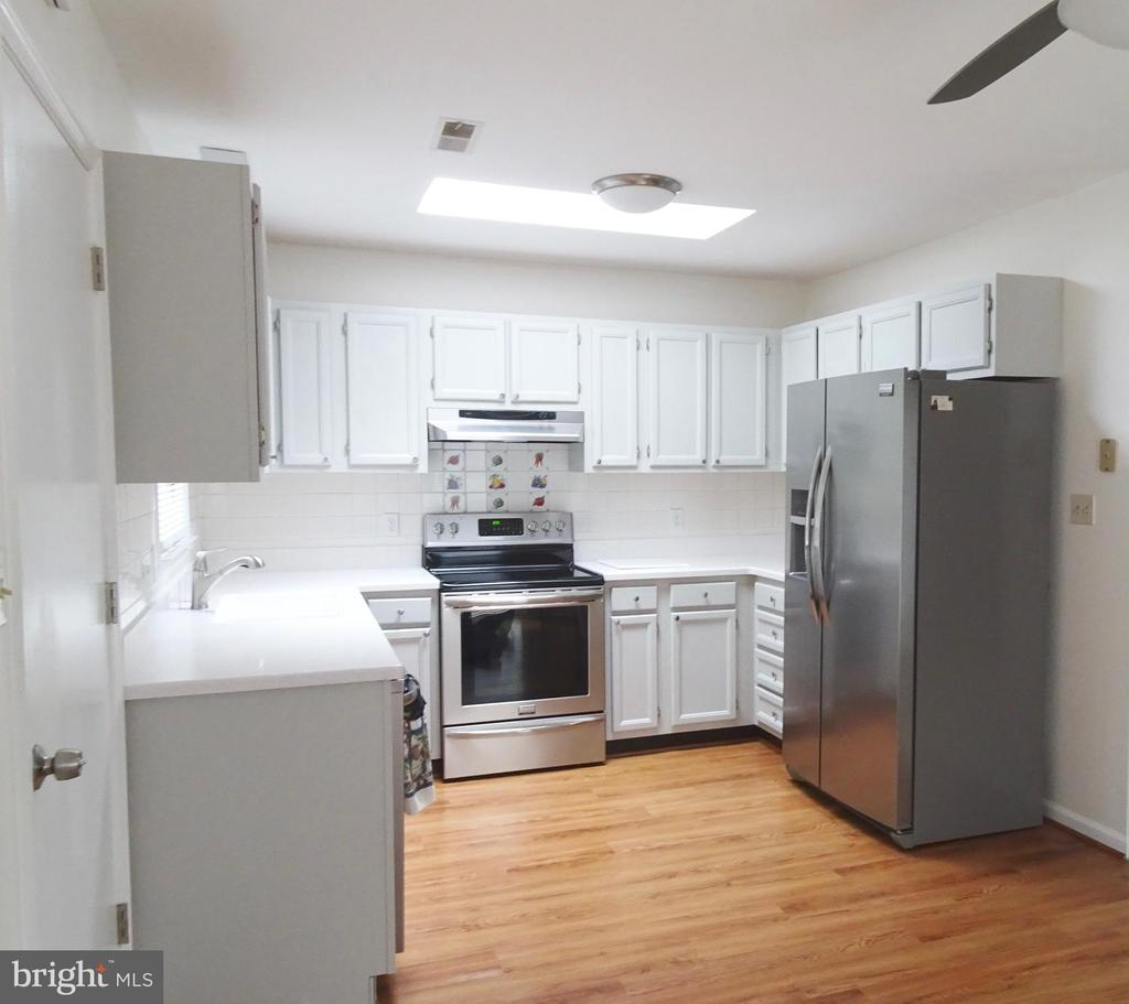 Kitchen w/skylight and stainless Steel Appliances - 6013 WINDSOR DR, FREDERICKSBURG