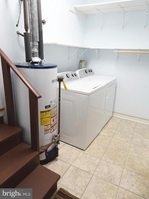Laundry Room w/ door to back yard - 6013 WINDSOR DR, FREDERICKSBURG