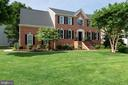Stately brick front, side load oversize garage - 21384 CLAPPERTOWN DR, ASHBURN