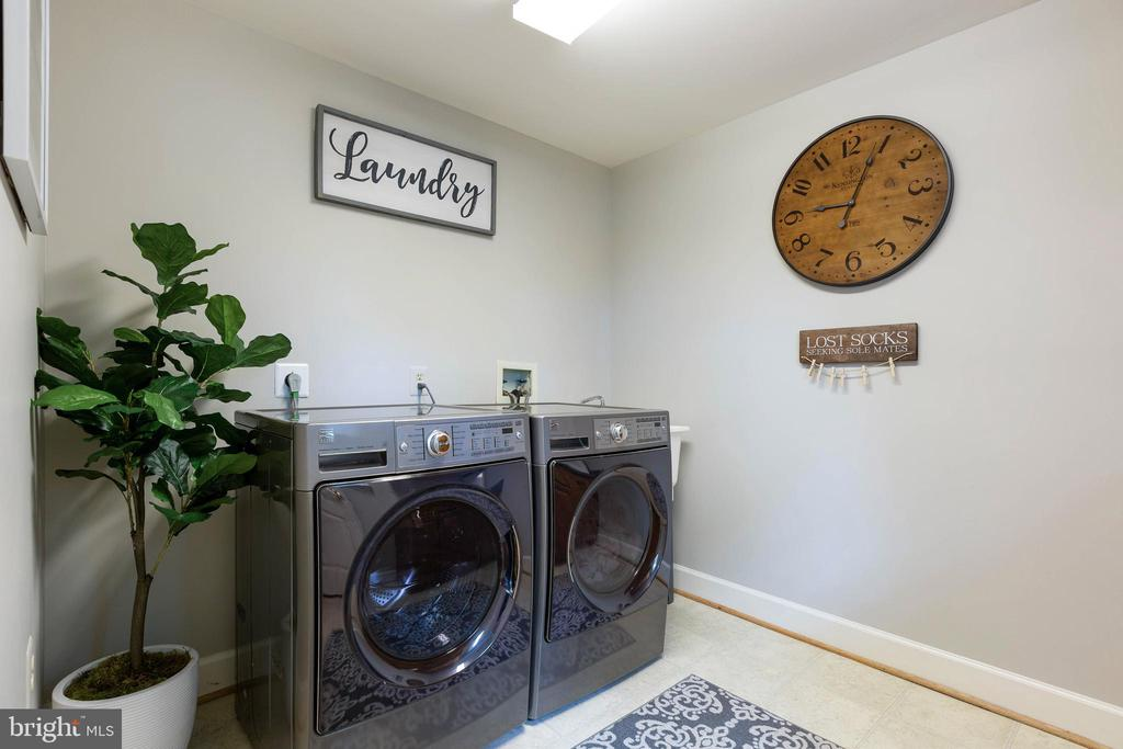 Laundry - 21384 CLAPPERTOWN DR, ASHBURN