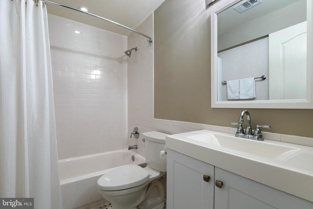 New Lower Level Full Bath - 21384 CLAPPERTOWN DR, ASHBURN