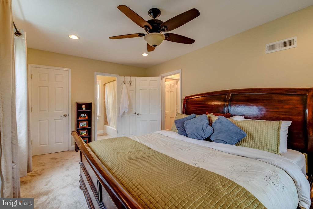 Master Bedroom with Walk-in Closet & Master Bath - 3119 LAKE AVE, CHEVERLY