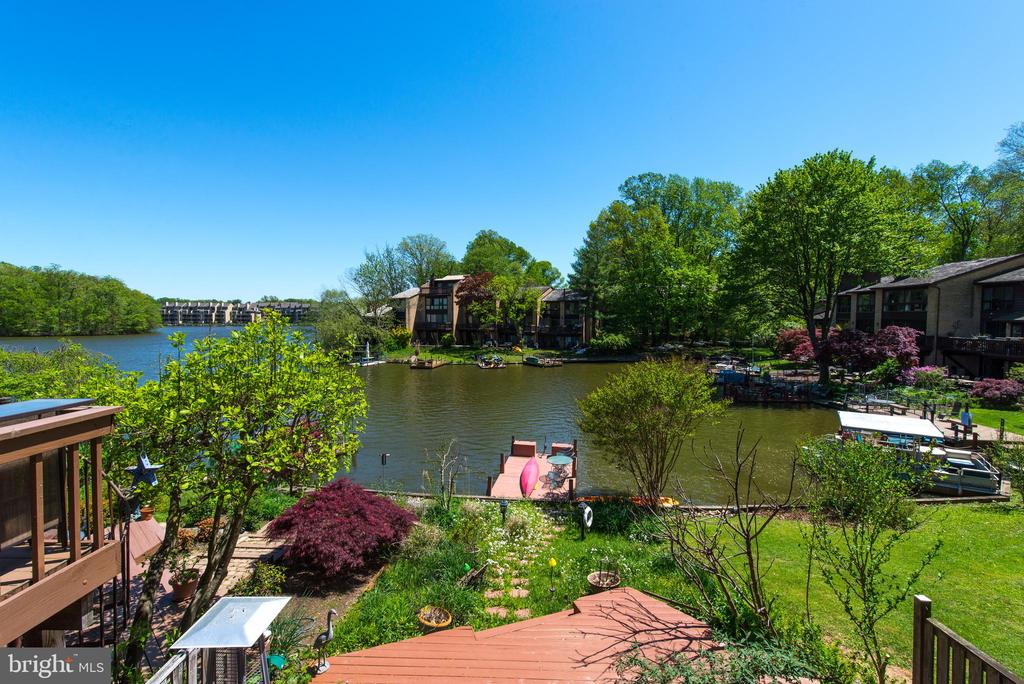 Gorgeous lake views and motorized floating dock - 2025 CHADDS FORD DR, RESTON