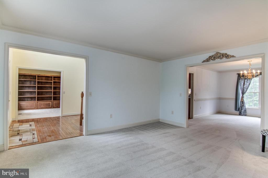 looking from formal living to foyer and dining roo - 125 WALNUT FARMS PKWY, FREDERICKSBURG