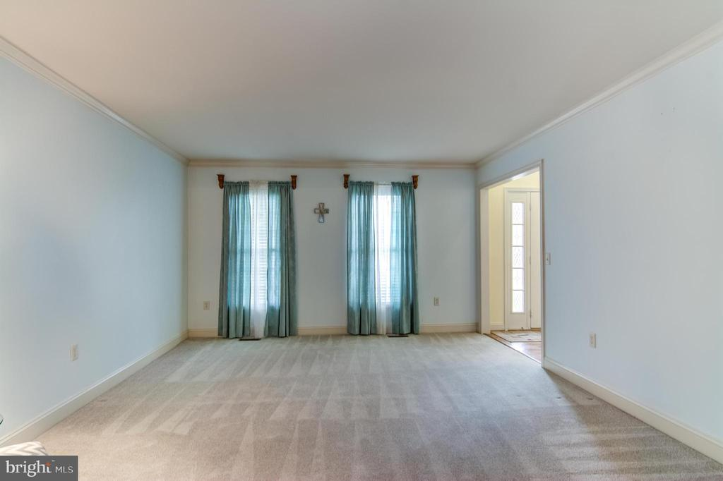 dining room to formal living - 125 WALNUT FARMS PKWY, FREDERICKSBURG