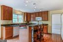large open kitchen with huge eat in area - 125 WALNUT FARMS PKWY, FREDERICKSBURG