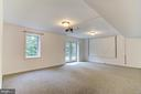 large projector and screen for movie nights - 125 WALNUT FARMS PKWY, FREDERICKSBURG