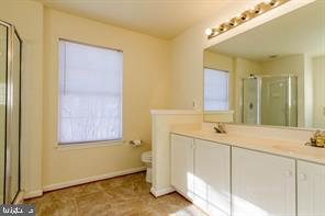 Master bath with double vanities - 6338 DAKINE CIR, SPRINGFIELD
