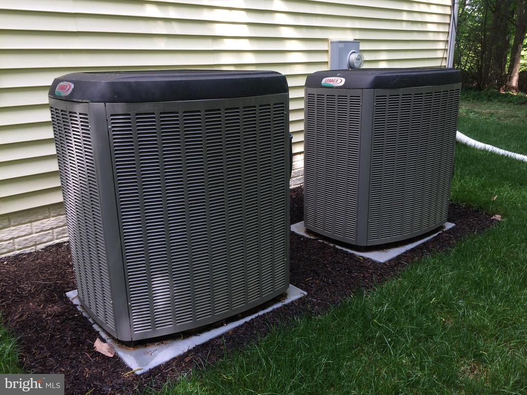 26 & 21 SEER high efficiency A/C units (new 2015) - 12302 HUNGERFORD MANOR CT, MONROVIA