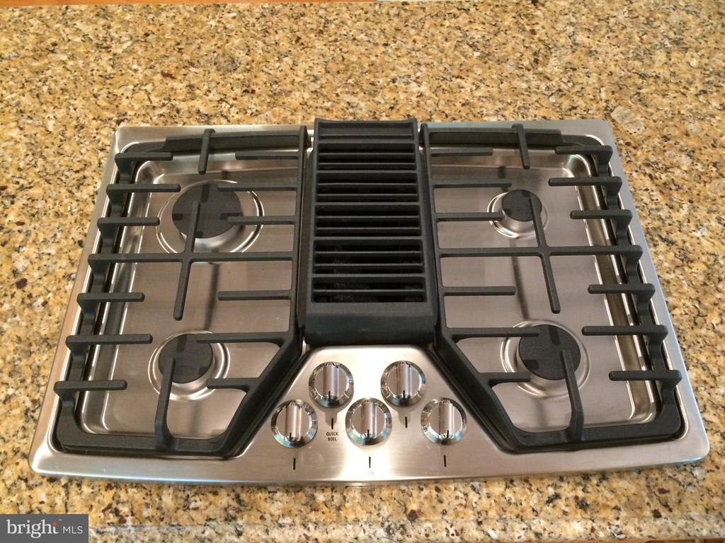 New gas downdraft cook top vents to outside - 12302 HUNGERFORD MANOR CT, MONROVIA