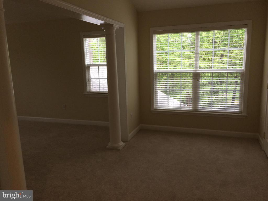 Sitting room has walk-in closet - 12302 HUNGERFORD MANOR CT, MONROVIA