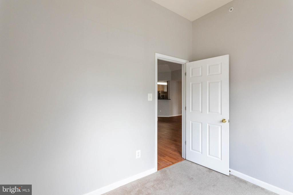 DEN OFF OF LIVING ROOM - 10732 SYMPHONY WAY #202, COLUMBIA