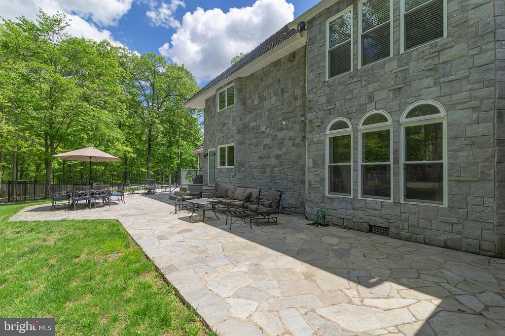OUTDOOR LIVING AREAS - 13450 REED RD, THURMONT
