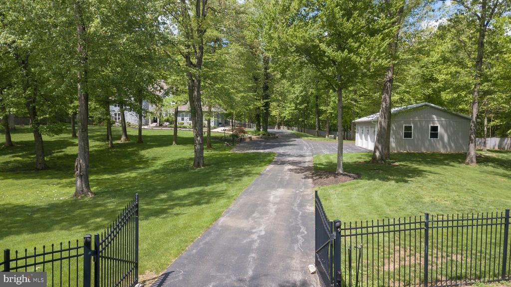 BEAUTIFUL TREED AND PRIVATE GROUNDS - 13450 REED RD, THURMONT