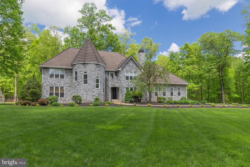 BEAUTIFUL STONE HOME - 13450 REED RD, THURMONT
