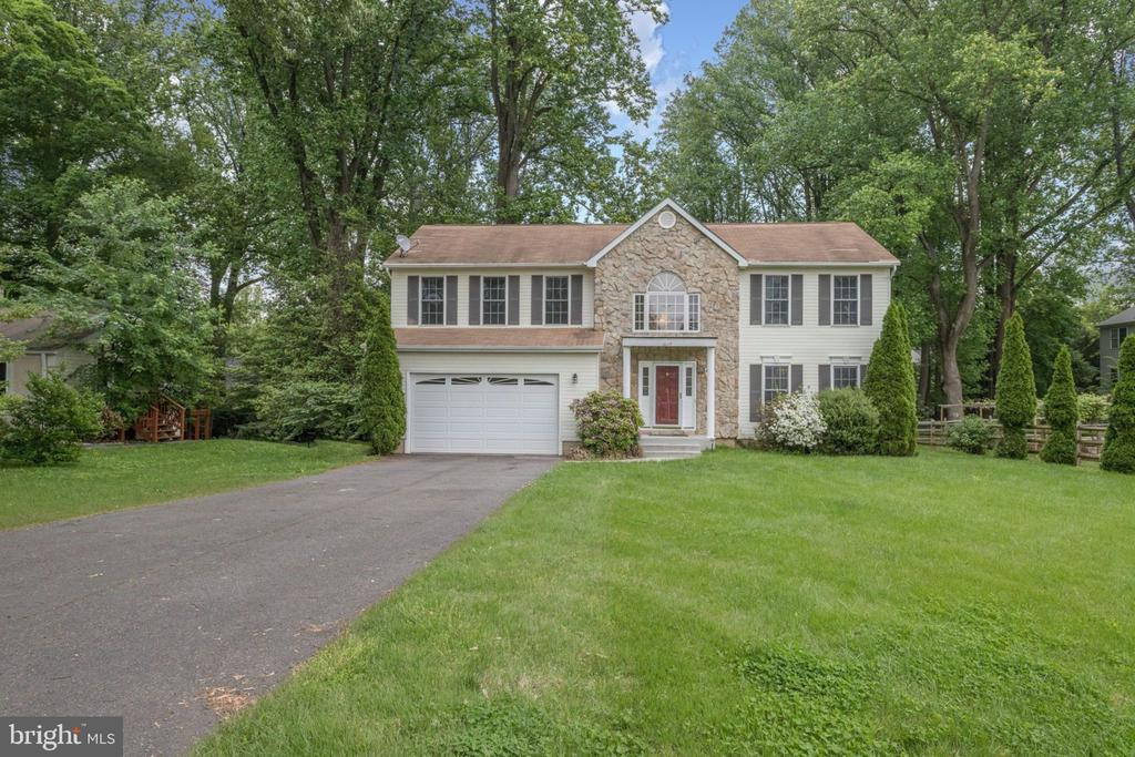 Welcome home! Beauty on over half an acre. - 3035 PLATTEN DR, FAIRFAX