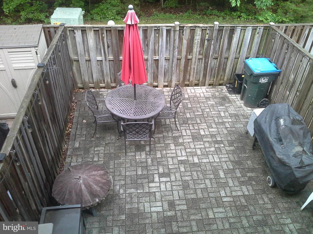 maintenance free backyard - 8401 CEDAR FALLS CT, SPRINGFIELD