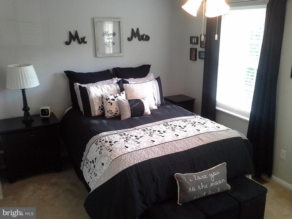 Large master bedroom - 8401 CEDAR FALLS CT, SPRINGFIELD