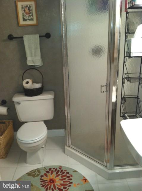 Full bath with shower / updated tile - 4668 36TH ST S #B, ARLINGTON
