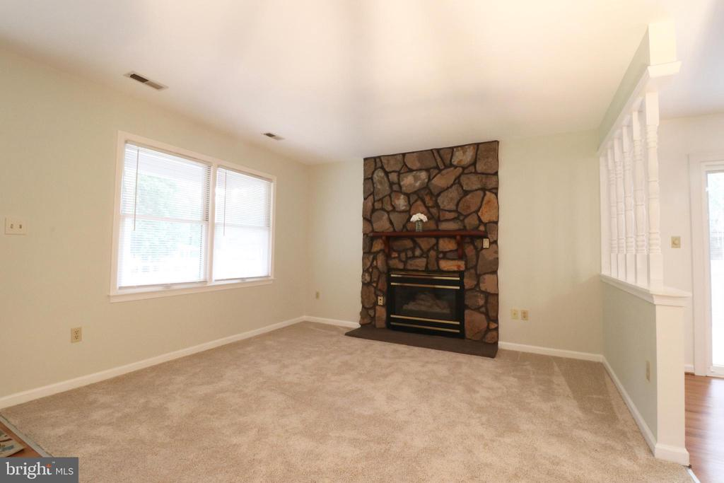 Family Room - 6013 WINDSOR DR, FREDERICKSBURG