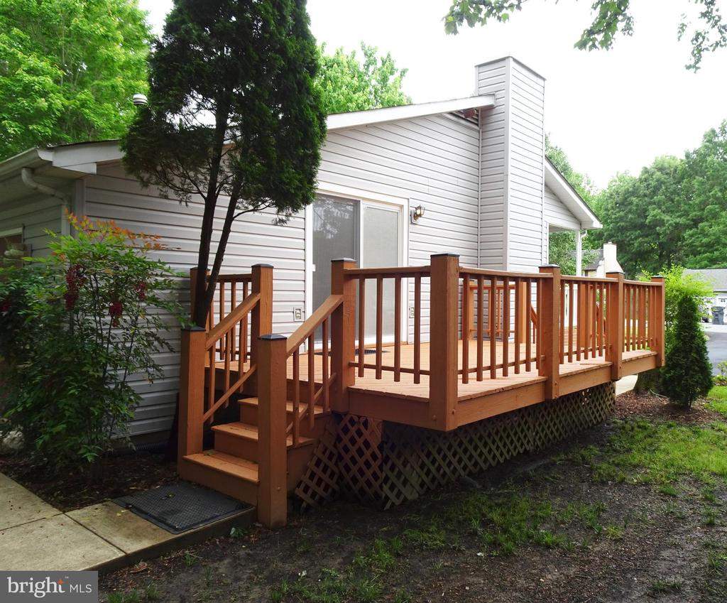 Side Deck - 6013 WINDSOR DR, FREDERICKSBURG