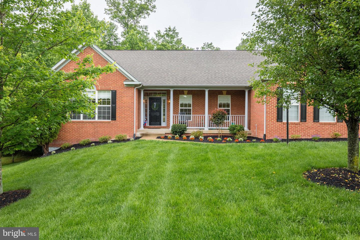 Single Family for Sale at 5956 Maxfield Ct Manassas, Virginia 20112 United States
