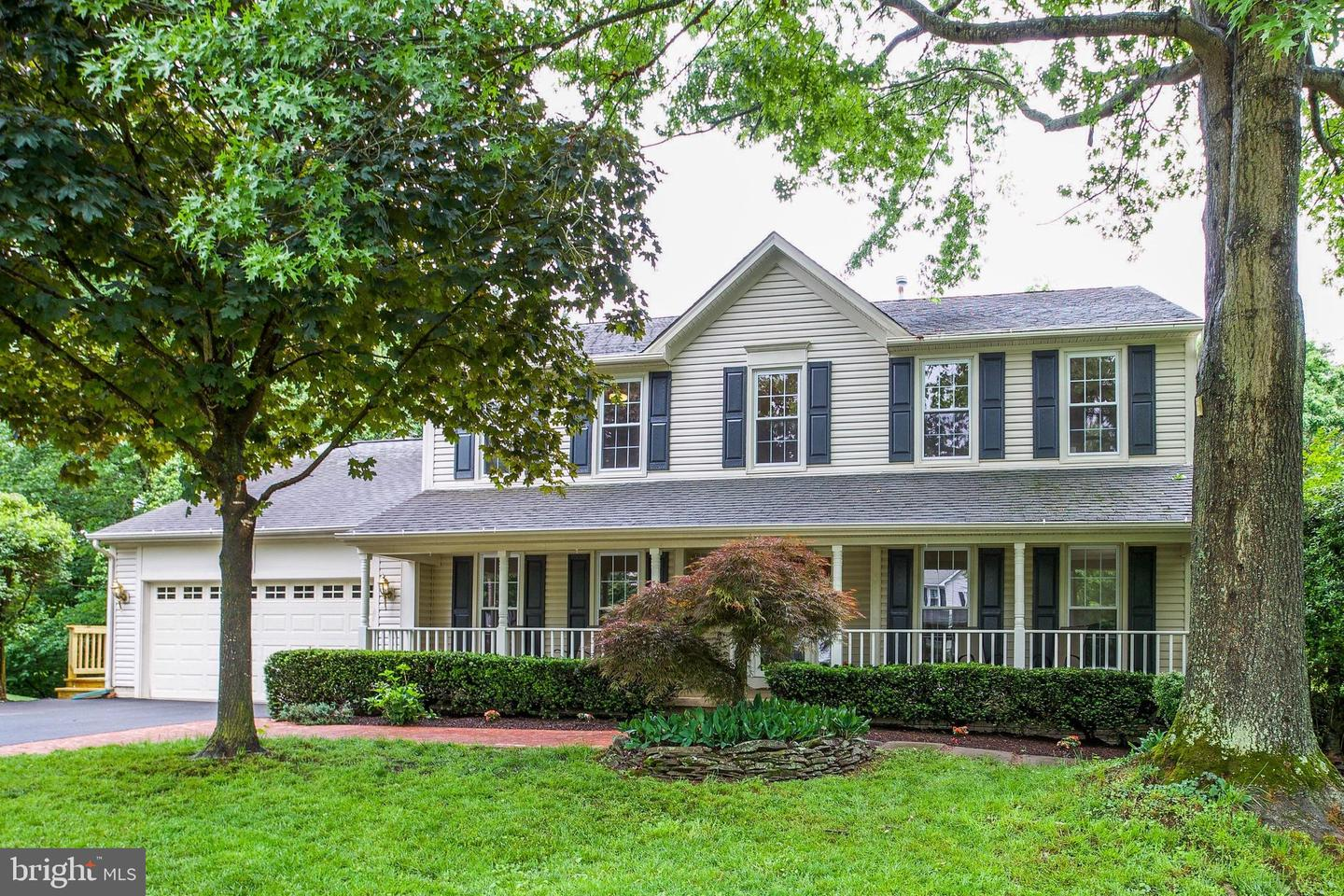 Single Family for Sale at 13949 Stonefield Dr Clifton, Virginia 20124 United States
