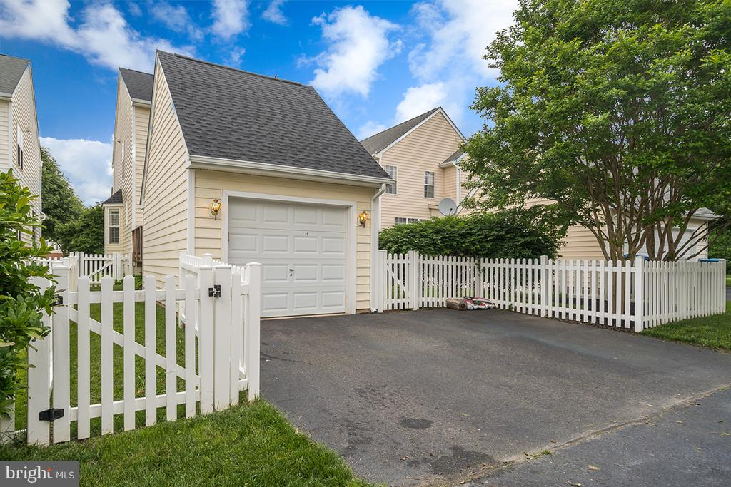 Detached 1 Car Garage With Extra Pad Space - 42773 CENTER ST, CHANTILLY