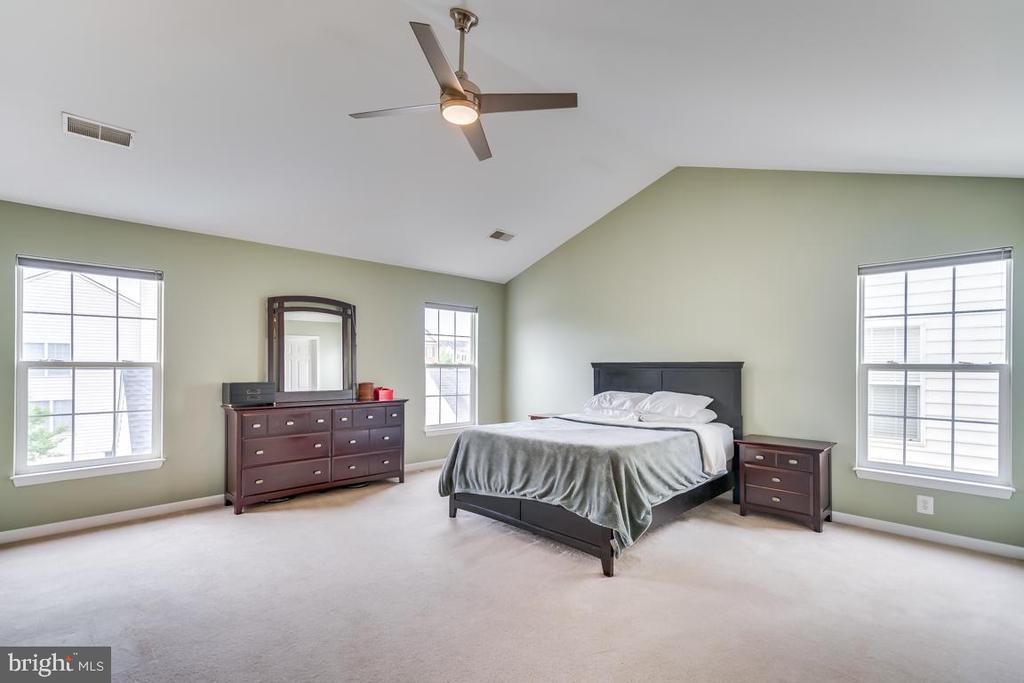 Master Suite Has Plenty of Natural Light - 42773 CENTER ST, CHANTILLY