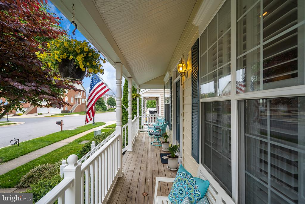 Front Porch - 42773 CENTER ST, CHANTILLY