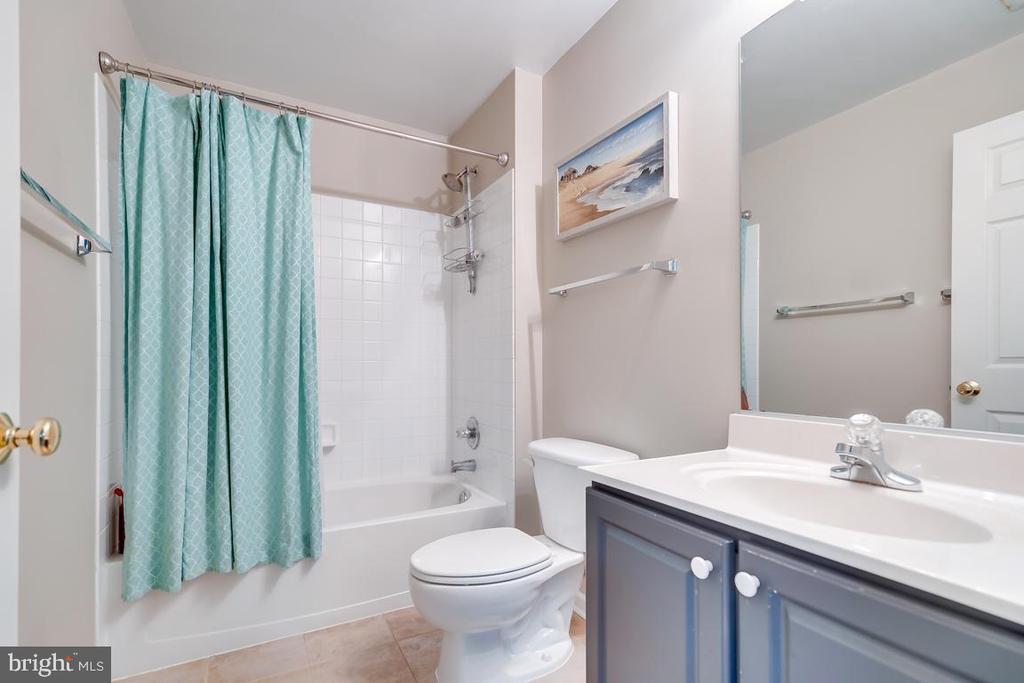 Bath - 42773 CENTER ST, CHANTILLY