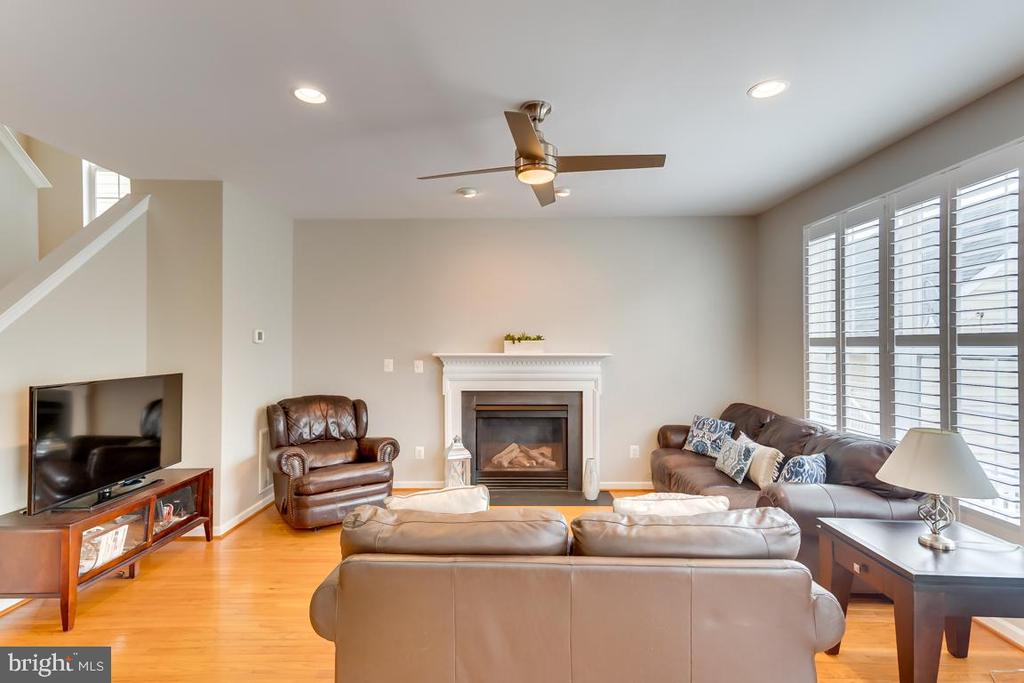Family Room W Gas Fireplace - 42773 CENTER ST, CHANTILLY