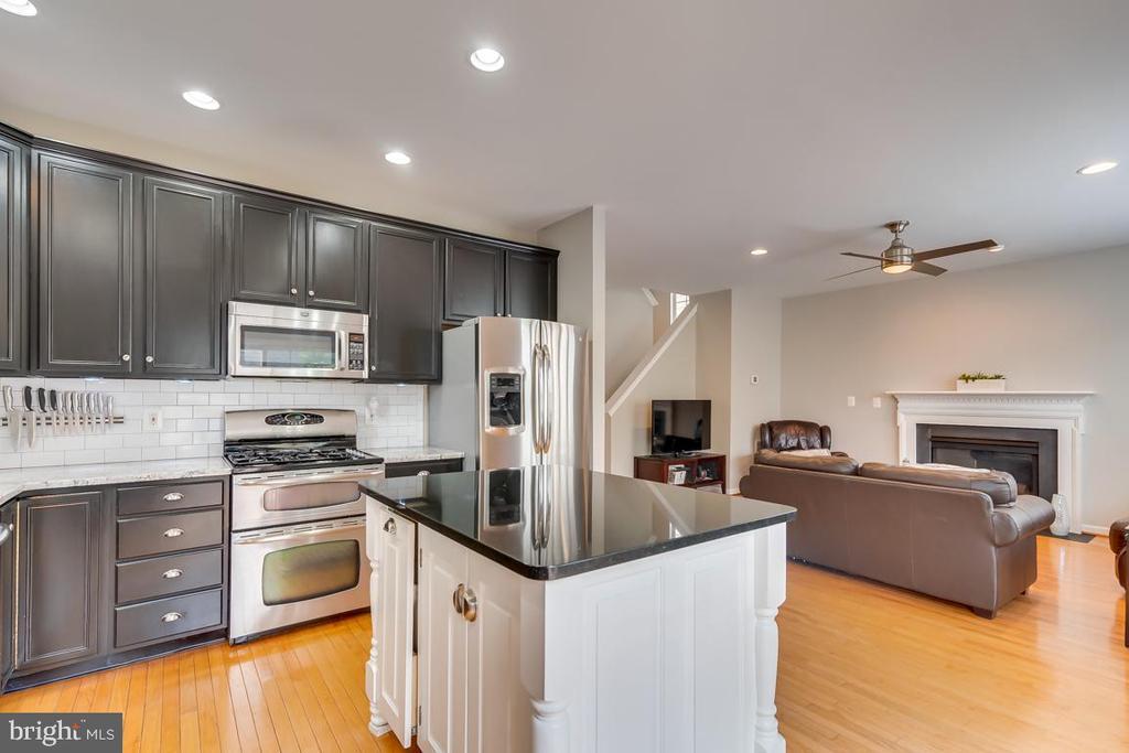 Kitchen Island - 42773 CENTER ST, CHANTILLY