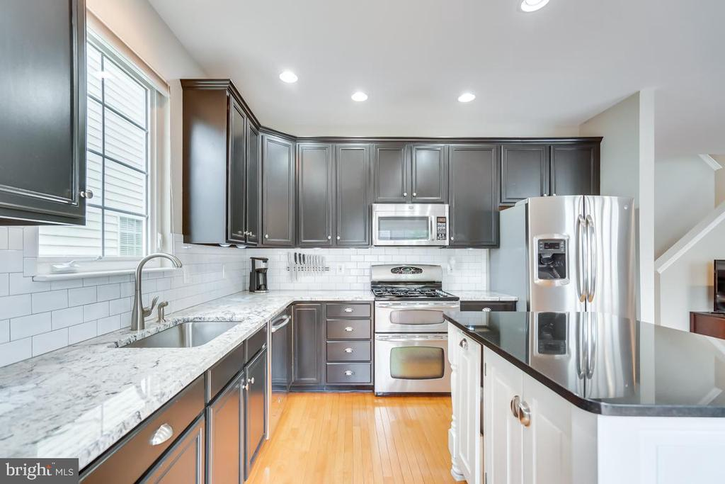 Updated Counters and Subway Tile Backsplash - 42773 CENTER ST, CHANTILLY