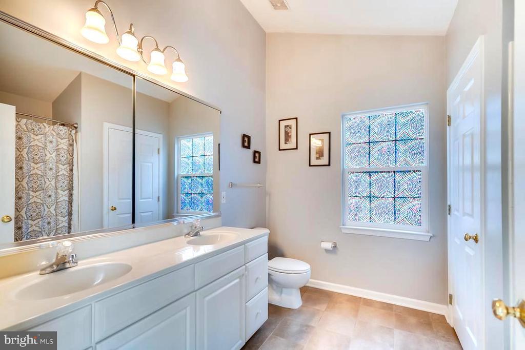 Master Bath - 42773 CENTER ST, CHANTILLY