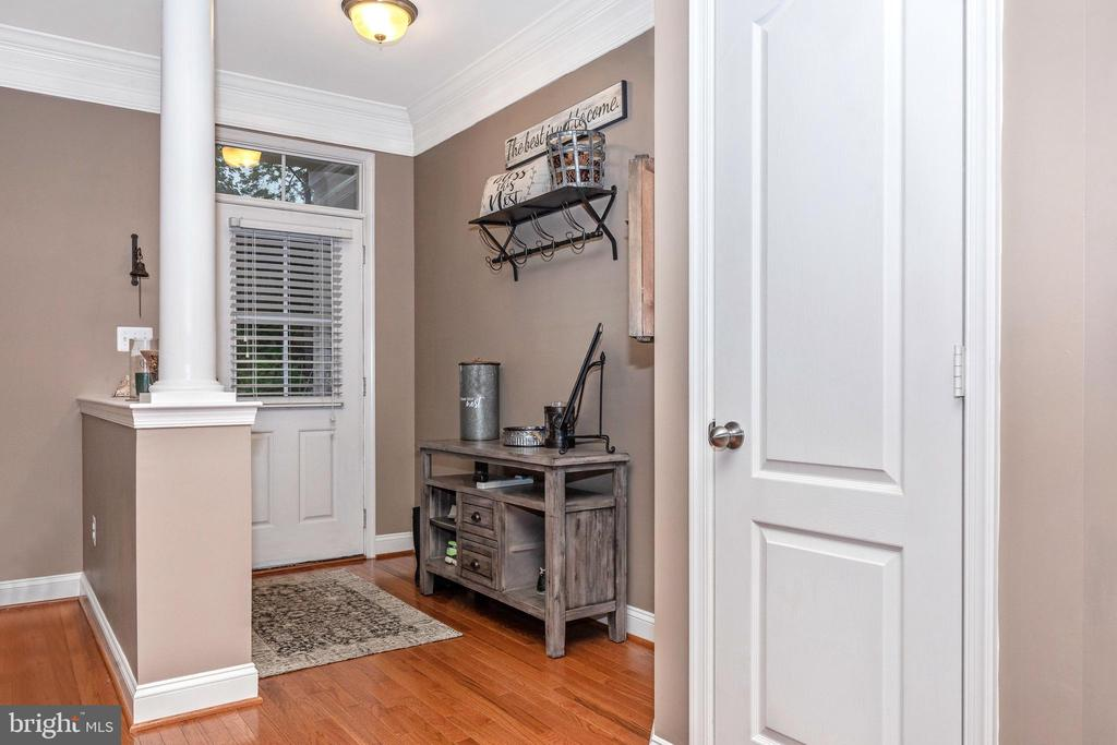 Entry - 10224 NUTHATCH DR, NEW MARKET